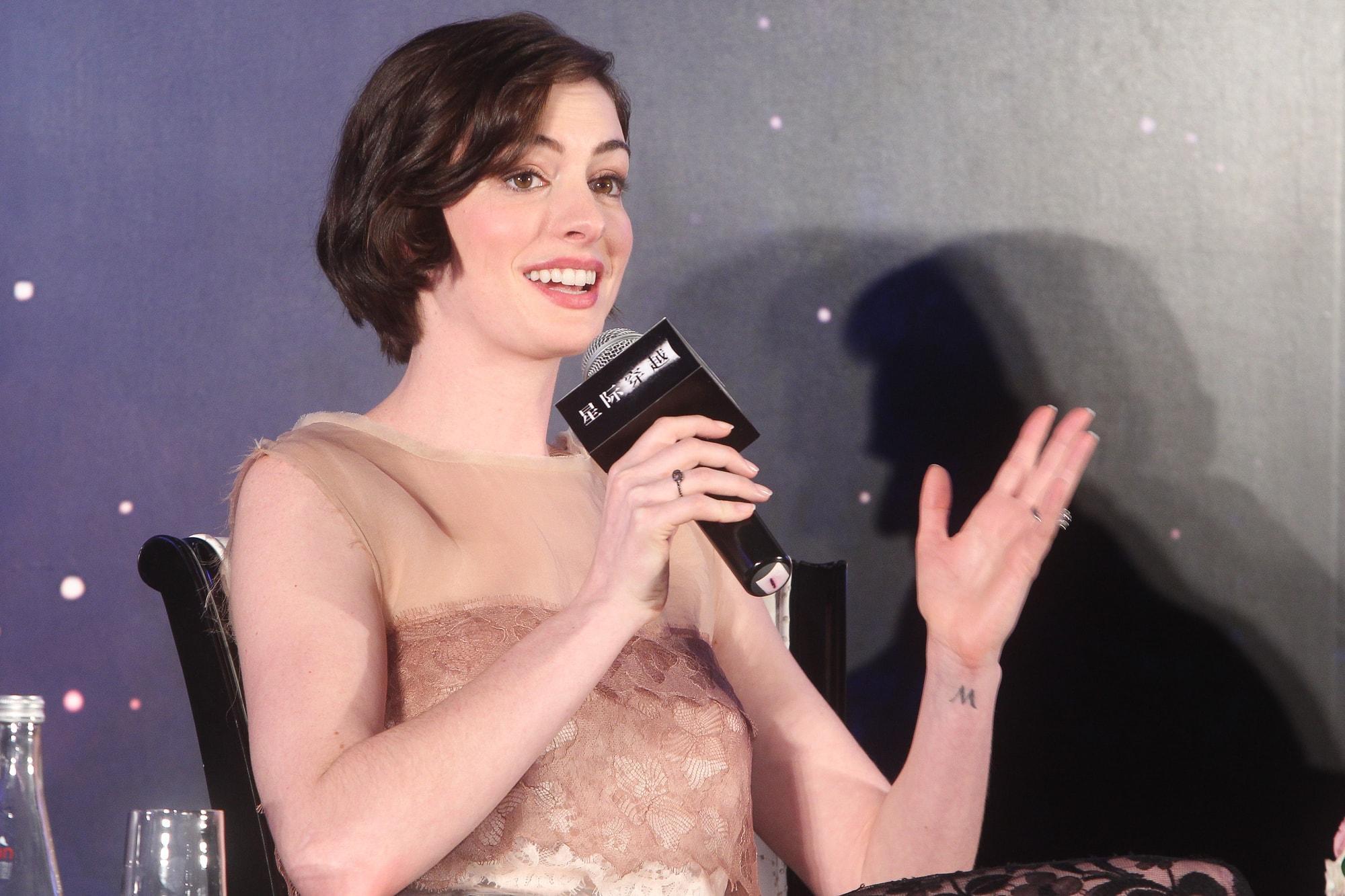 Энн Хэтэуэй наносили макияж по пять часов для роли в фильме «Ведьмы»