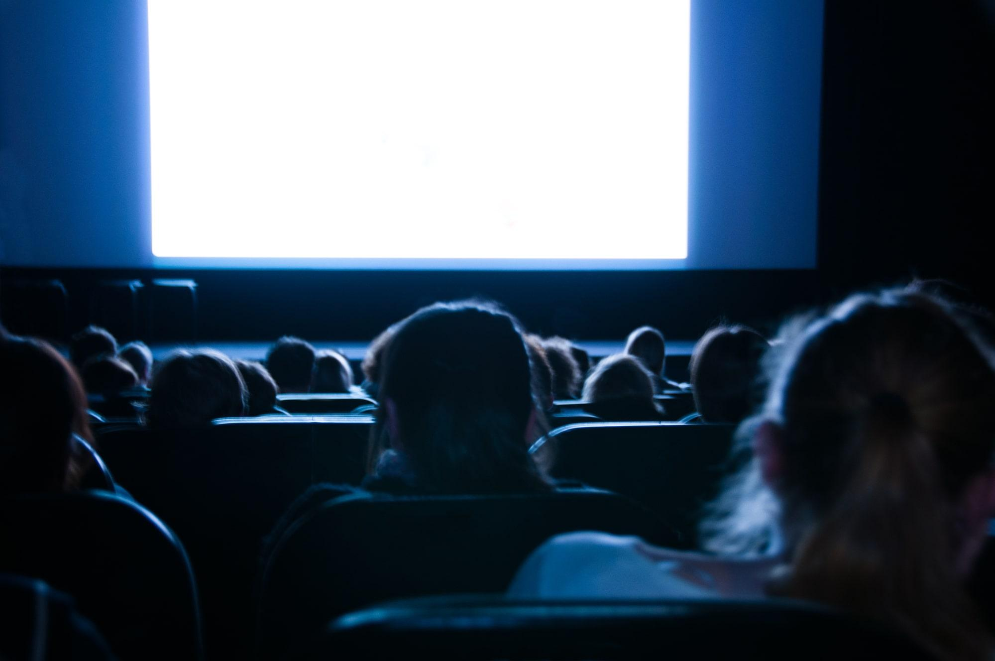 Студии Warner Bros. и Universal Pictures отказались выкупать убыточные кинотеатры