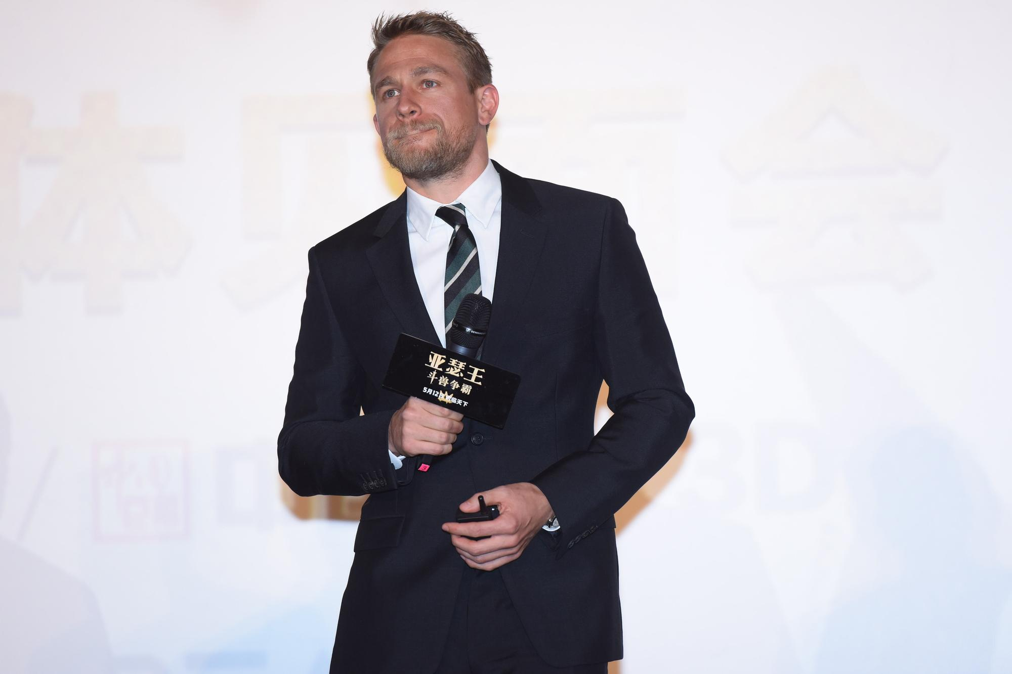 Звезда «Джентльменов» Чарли Ханнэм рассказал, почему отказался от роли в фильме «В пролете»