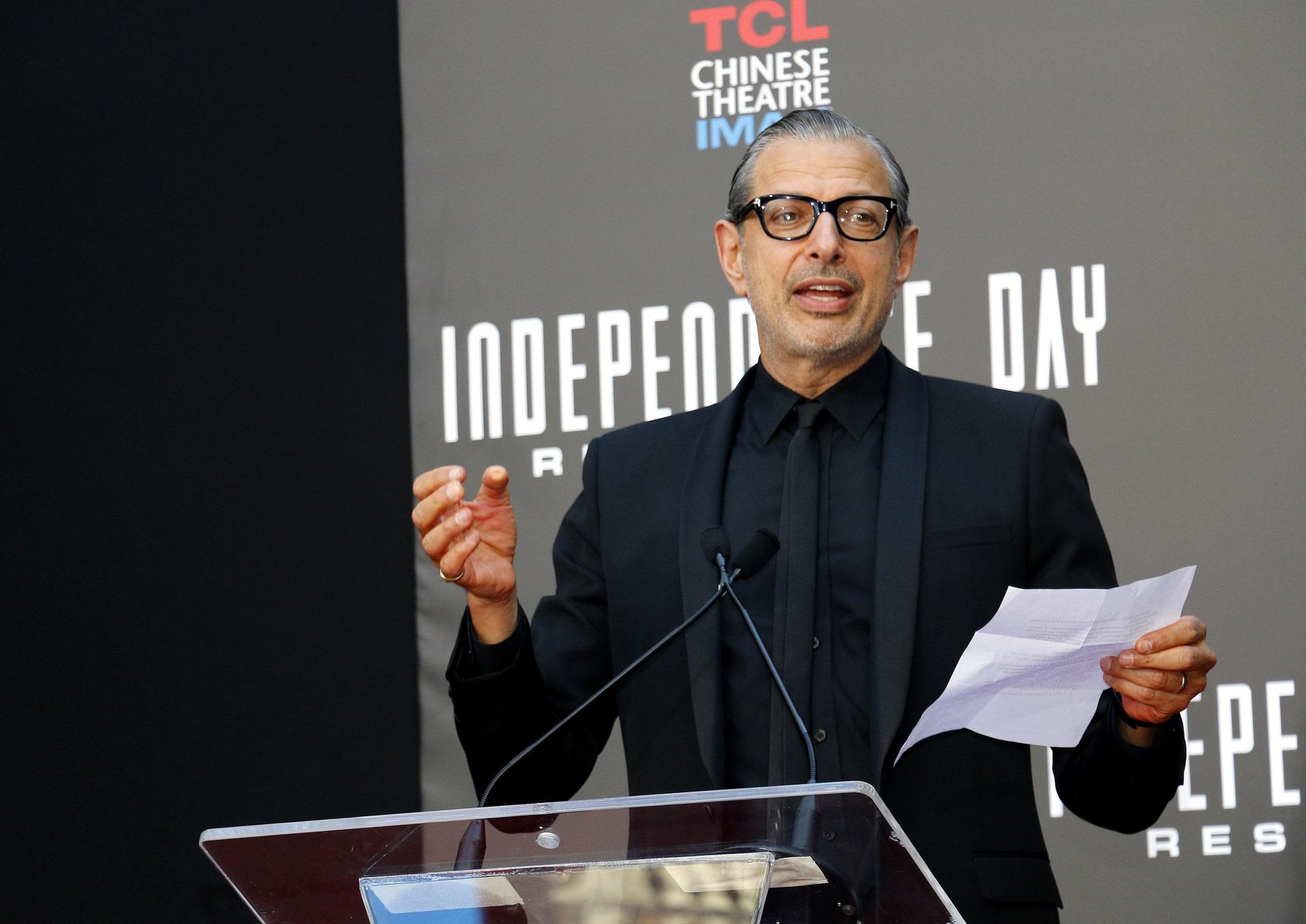 Джефф Голдблюм рассказал, что фильм «Мир юрского периода: Власть» изменили из-за коронавируса