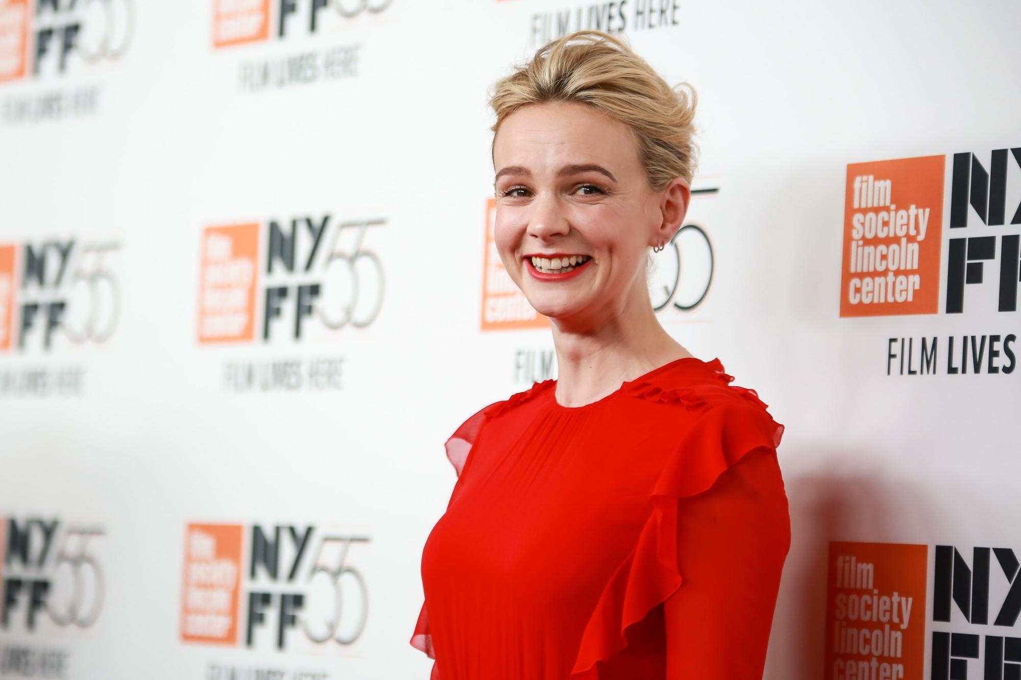Кэри Маллиган прокомментировала заявление кинокритика о том, что она недостаточно сексуальна для роли в «Девушке, подающей надежды»